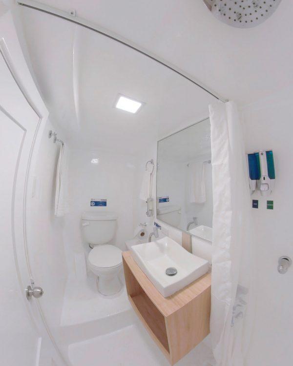 Aqua bathroom1