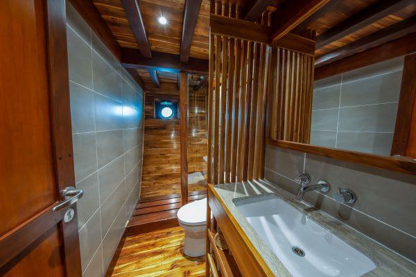Bathroom Lower Deck