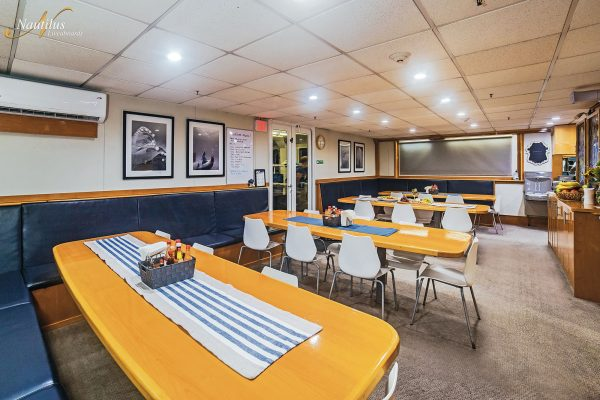 Belle Amie dining room 001