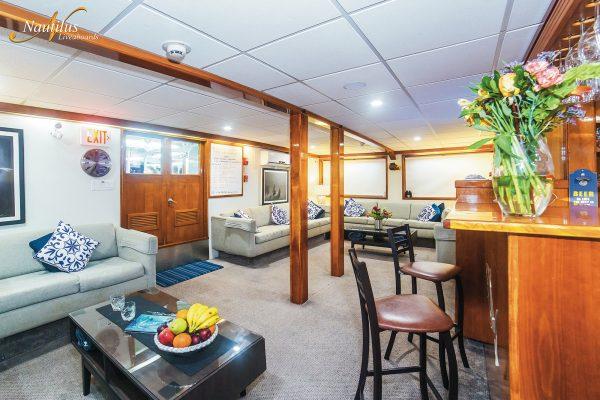 Explorer lounge 002