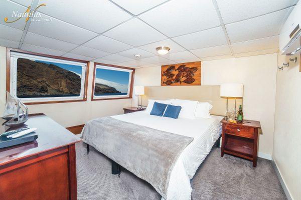 Explorer premium suite 001