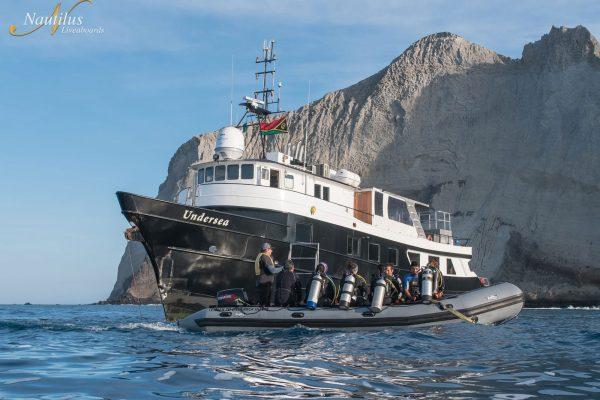 Undersea anchored 006