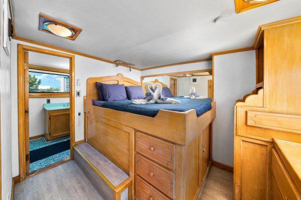 bahamas master cabin 8